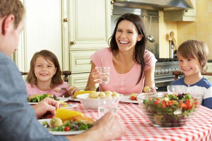 здраво-семейство-се-храни-здравословно
