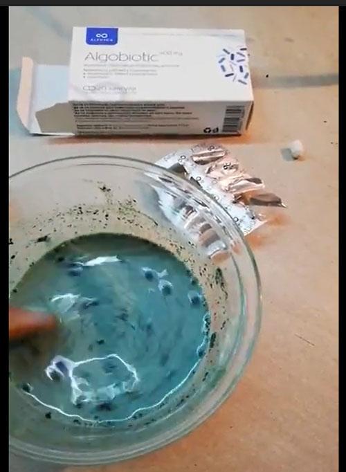 смесваме закваската с прясното мляко
